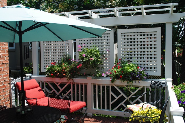 Privacy solutions for your columbia sc deck custom decks for Balcony privacy solutions